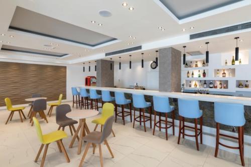 lobby bar-min